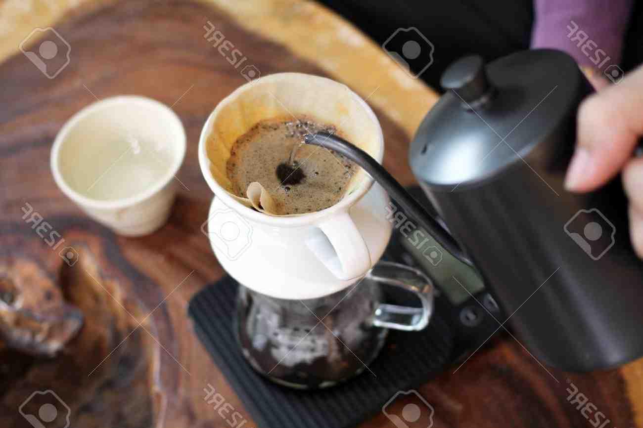 Comment décharger la machine à café Magnificas Delonghi?