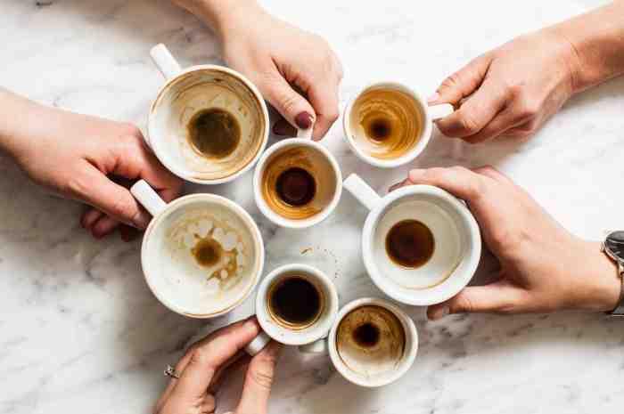Comment enlever les taches de café dans une tasse ?