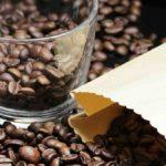 Pourquoi le café nous tient éveillés ?