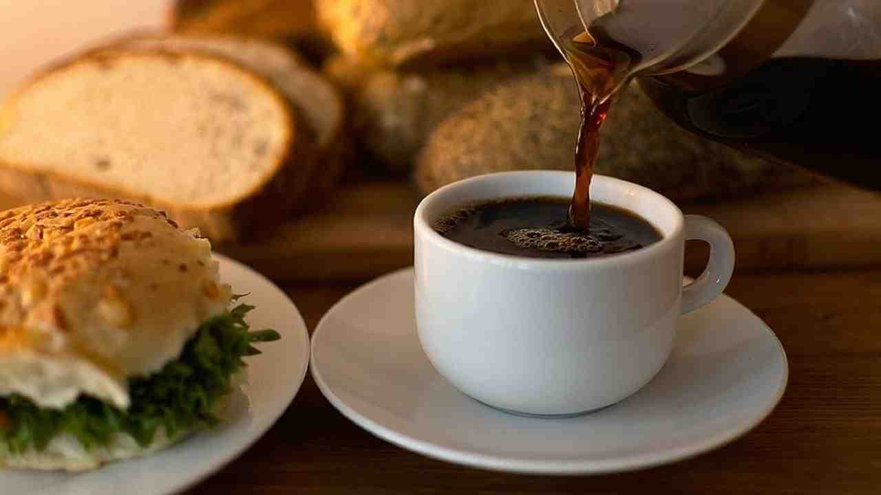 Pourquoi ne pas commencer par prendre un cafe ?